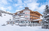 Winter holiday in the snow-covered Landhotel Maria Theresia in Gerlos