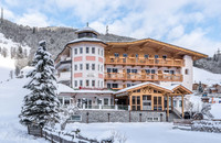 Winter holiday in the snow-covered Landhotel Maria Theresia in the Zillertal